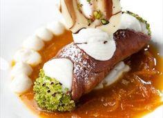Cannolo croccante con crema di ricotta Ricotta, Gourmet Desserts, Cannoli, Mashed Potatoes, Eggs, Cooking, Breakfast, Ethnic Recipes, Sweet