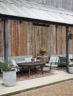 A wonderfully festive stay, the perfect winter getaway – cosy up in a log cabin, curl up in front of a wood burner and escape the world at Soho Farmhouse Soho Farmhouse, Farmhouse Garden, Farrow Ball, Petite Kitchenette, Vie Simple, Manor Farm, Soho House, Tall Ceilings, Uk Homes