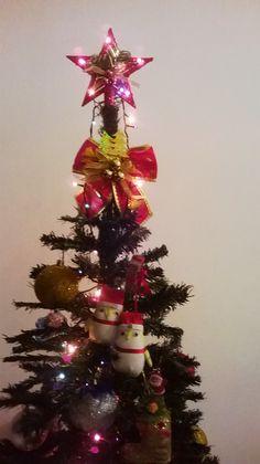 Olha só que linda as corujinhas!! Christmas Tree, Holiday Decor, Home Decor, Happy Holidays, Owl Bird, Teal Christmas Tree, Decoration Home, Room Decor, Xmas Trees