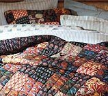 This quilt looks nice & cozy.