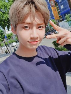 Lee Jin, Adventure Games, Ethereal Beauty, Korean Bands, Asian Boys, Kpop Boy, Boyfriend Material, Michael Jackson, Boy Groups