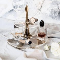 Lily cake stand creates a perfect setting not only for displaying your baked goods but also displaying your jewelry and perfumes 💄💍