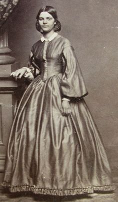 ANTIQUE CIVIL WAR ERA CDV PHOTO LOVELY YOUNG BOSTON WOMAN IN LOVELY HOOP DRESS