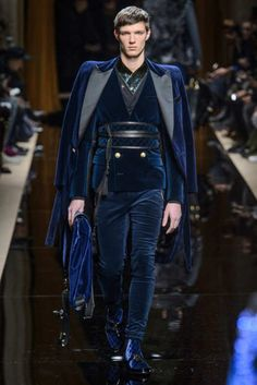 2016 Olivier Rousteing presented his Fall/Winter 2016 collection for Balmain during Paris Fashion Week.Olivier Rousteing presented his Fall/Winter 2016 collection for Balmain during Paris Fashion Week. High Fashion, Fashion Show, Fashion Outfits, Fashion Design, Paris Fashion, Mens Fashion Week, Style Couture, Couture Fashion, Mode Camouflage
