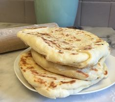 A gluten-free naan recipe, to die for. These Indian rolls are really great owls, to serve for example warm with small spreads (hummus / eggplant caviar / tapenade / guacamole …), an original idea … Naan Sans Gluten, Healthy Foods To Eat, Healthy Cooking, Sweet Recipes, Cake Recipes, Desserts Ostern, Gluten Free Menu, Dairy Free, Meat Loaf Recipe Easy