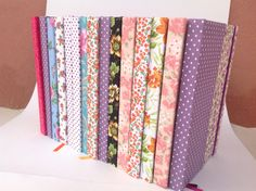Caderno: Da laminação do tecido, para a costura das folhas e a encadernação. Produzido por Oky Creative Memories.