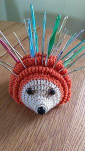 Crochet Amigurumi Design Holden the Hookhog by Linda grimm via Ravelry. This amigurumi project is designed to hold your hooks and needles. This creation uses less than a skein of yarn! buy the pattern for a wee fee now - Yarn Projects, Knitting Projects, Crochet Projects, Knitting Patterns, Crochet Patterns, Crochet Gifts, Cute Crochet, Crochet Toys, Crochet Afghans