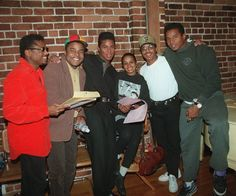 Randy, Tito, Jermaine, Rebbie, Marlon & Jackie Jackson.