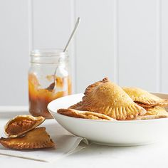 Take a sweet south of the border trip—no passport required. Pumpkin-Cinnamon Empanadas are baked rather than fried, so you can enjoy your brunch visitors rather than standing over the stove. Just Desserts, Delicious Desserts, Dessert Recipes, Spanish Desserts, Spanish Dishes, Winter Desserts, Dinner Recipes, Tostadas, Pumpkin Recipes