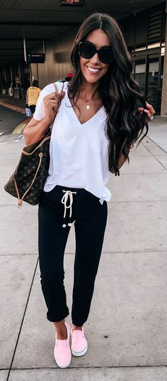 Comfy outfits, comfy travel outfit, casual summer outfits women, casual s. Fall Outfits, Casual Outfits, Cute Outfits, Fashion Outfits, Casual Shoes, Leggings Outfit Summer Casual, Cute Travel Outfits, Sporty Chic Outfits, Traveling Outfits