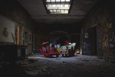 A children's playroom in the abandoned building of the Rockland Psychiatric Center. photo – Free Toy Image on Unsplash Abandoned Asylums, Abandoned Buildings, Abandoned Places, City Buildings, Terrible Real Estate Photos, Good Morning Sister, C Is For Cat, Abandoned Hospital, Photography Guide