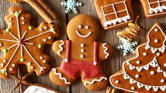 Christmas homemade gingerbread cookies by haveseen. Christmas homemade gingerbread cookies on wooden table How To Make Gingerbread, Gingerbread Man, Gingerbread Cookies, Christmas Desserts, Christmas Treats, Christmas Baking, Homemade Christmas, Cheap Christmas, Noel Christmas