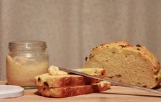 Maje Zmaje RECIPE: Homemade bread with olives and herb butter