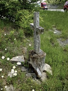 Small memorial on AA Highway in KY.  A geocache is hidden nearby.