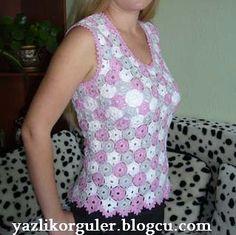 Verão blusa sem mangas. Construído através da combinação de pequenos motivos