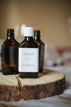 Olejek z oregano: robisz to źle. Whiskey Bottle, Essential Oils, Herbs, Drinks, Health, Blog, Sausages, Diet, Drinking