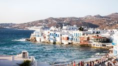 Isla Mykonos Grecia Informations About Griechenland Sehenswürdigkeiten Mykonos Restaurant, Giant Waves, Mykonos Town, Mykonos Greece, Mykonos Island, Best Vacations, Vacation Places, Archipelago, Greek Islands
