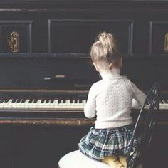 I used to play piano from when i was 5 years old. I gave up when i was but took it back up for my leaving cert in 2012 and I completed grade 6 but at the moment have no piano to continue this hobby Little People, Little Ones, Little Girls, Cute Kids, Cute Babies, Baby Kids, Mundo Musical, Maude, Instruments