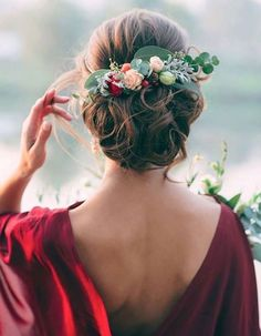 peinados invitada de boda con flores