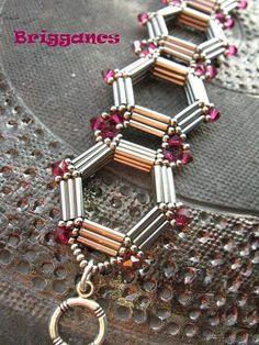 Briggancs: Kriszta kari Nice bracelet, no pattern though. Beaded Bracelet Patterns, Jewelry Patterns, Beaded Earrings, Beading Patterns, Embroidery Bracelets, Bead Jewellery, Seed Bead Jewelry, Beaded Jewelry, Handmade Jewelry