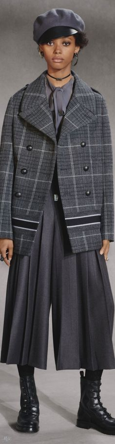 Pre-Fall 2018 Christian Dior Dior Fashion, Womens Fashion, Cristian Dior, Dior Designer, Monochrome Fashion, French Fashion Designers, Pants For Women, Clothes For Women, Fall 2018