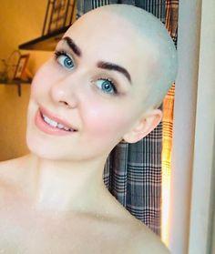 Androgynous Hair, Summer Haircuts, Bald Girl, Bald Women, Shaving Razor, Bald Heads, How To Look Better, Hair Cuts, Hair Beauty