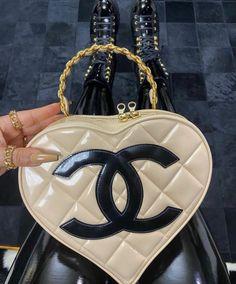 Pinterest @sarstephenn Luxury Purses, Luxury Bags, Vanellope Y Ralph, Sacs Design, Cute Purses, Cute Bags, Balenciaga, Givenchy, My Bags