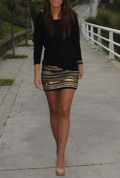 Plain black top + Patterned skirt + Nude heels, good summer saturday night out outfit Paillette Rock Outfit, Sequin Skirt Outfit, Sequined Skirt, Metallic Skirt, Embellished Skirt, Gold Skirt, Tribal Skirt Outfit, Sequin Shorts, Swag Dress