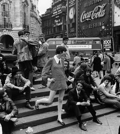 Piccadilly Circus | London | 1960's | fashion | history | black & white | vintage | style | city | people watching | photography | 1968