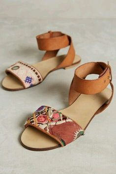 Super cute flat leather sandals with embroidery accents