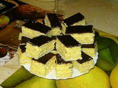 Hozzávalók A tésztához: 50 dkg liszt 5 dkg Rama 5 dkg cukor kb 2 dl tej 1 cs… Hungarian Cake, Cake Cookies, Food And Drink, Sweets, Cheese, Snacks, Chocolate, Baking, Breakfast