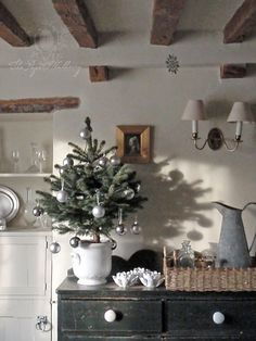 Merry Christmas Wishes : a beautiful neutral christmas… Merry Christmas Wishes, Christmas Love, Country Christmas, Christmas And New Year, All Things Christmas, Christmas Holidays, England Christmas, Beautiful Christmas, Elegant Christmas