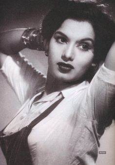 Shyama - Hindi Movie Actress of - Portrait and Video - Old Indian Photos Legendary Pictures, Rare Pictures, Vintage Bollywood, Bollywood Celebrities, Bollywood Actress, Akira, Indian Actresses, Actors & Actresses, New Wave