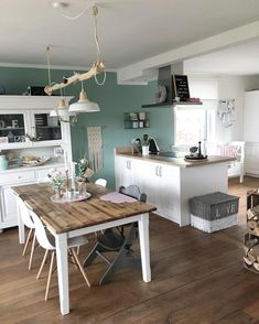 What a cozy kitchen at Fraeuleinemmama! - What a cozy kitchen at Fraeuleinemmama! Style At Home, Country Style Homes, Rustic Style, Boho Style, Home Decor Baskets, Diy Home Decor, Cozy Kitchen, Kitchen Decor, Sweet Home
