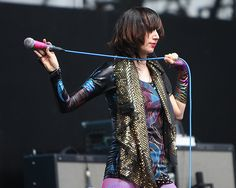 miss karen o Grunge, Punk Rock, Rock And Roll Fashion, Rock Fashion, Mazzy Star, Karen O, Netflix, Women Of Rock, Rocker Girl
