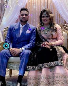 Palak Aujla is Wife of the famous Punjabi Singer Karan Aujla. Both were in a relationship for a long time. Finally Married in January Punjabi Boys, Punjabi Couple, Jassi Gill, Sweet Couple, Creative Photos, Wedding Photoshoot, Bridal Makeup, Biography, Cute Couples