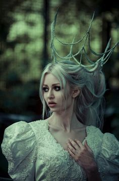 She couldn't understand, just like everyone who banished her. She wore a crown of bones, a silk wedding dress. And she never was told why she was alone. Queen Halloween Costumes, Hair Rainbow, Art Magique, Fairytale Fashion, Grimm Fairy Tales, Fantasy Photography, Portraits, Poses, Fantasy World