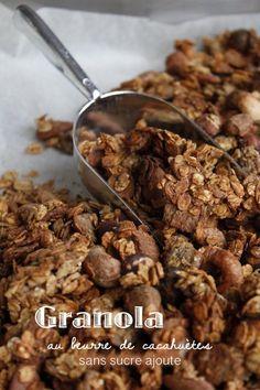 Granola au beurre de cacahuètes (sans sucre ajouté) – Mes brouillons de cuisine 300g de flocons d'avoine (ou un mélange 5 céréales, sarrasin ...) 100g de pétales de sarrasin (flakes de sarrasin noté sur le paquet) 200g de fruits secs au choix (ici noix de cajou, noisettes et amandes) 1/2 cuillère à café de cannelle ou de vanille en poudre 20g ou 2cl d'huile de coco fondue ou d'huile de noix ... 1 pom pot' goût pomme sans sucre ajouté 40g de beurre de cacahuètes (sans Healthy Cooking, Healthy Snacks, Healthy Recipes, Vegan Granola, Vegan Kitchen, Greens Recipe, Clean Eating Snacks, Food Inspiration, Coco