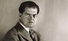 Raoul Hausmann foi um artista que criou colagens experimentais, fotomontagens, esculturas, pinturas e poesia sonora. Fundou o dadaísmo em Berlim, criticou o modo como a Alemanha esteve na Guerra Mundial, os media burgueses, o dinheiro, a política e a emergência do regime nazi.