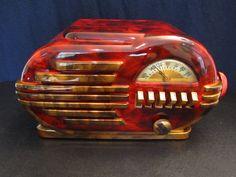 1946 BELMONT ART DECO OLD MID CENTURY BAKELITE RADIO.  Restored.