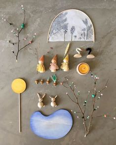 What's in the spring set! It will be send to you in a wooden box with a floor plan and background information on the display and ideas to… Waldorf Crafts, Waldorf Toys, Handmade Wooden Toys, Wooden Crafts, Fairy Crafts, Doll Crafts, Diy For Kids, Crafts For Kids, Small World Play