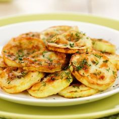 Dovlecei taranesti cu marar si usturoi European Dishes, Chicken Schnitzel, Romanian Food, Vegan Dishes, Quick Easy Meals, Food To Make, Breakfast Recipes, Cooking Recipes, Easy Recipes