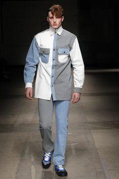 (vía Christopher Shannon Fall-Winter 2017 - London Fashion Week Men's) Vogue Paris, London Fashion Week Mens, Mens Fashion, Christopher Shannon, Revival Clothing, Men Style Tips, Kurta Designs, Mens Clothing Styles, Fashion Show