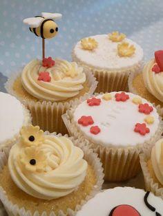 Bee cupcake! Beeee my valentine? >.<