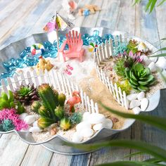Fairies like to go on vacation, too! Create a tropical oasis for your friends with all Nicole's Woodland Garden accessories from Twig Crafts, Fairy Crafts, Fairy Houses Kids, Beach Fairy Garden, Ideas Dormitorios, Fairy Furniture, Ideias Diy, Woodland Garden, Fairy Garden Accessories
