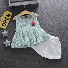Kids Summer Dresses, Dresses Kids Girl, Baby Dress Patterns, Baby Clothes Patterns, Cute Baby Girl Outfits, Kids Outfits, Toddler Fashion, Kids Fashion, Fashion Niños