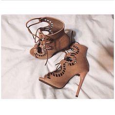 Instagram media by stylewithvelvet - ❤️ #fashionblog#fashionblogger#fashionweek#fashionista#fashiongrammer#fashjmioninspo#blog#blogger#beauty#style#styliste#streetstyle#streetfashion#ootd#nelly#nellyholic#zaradaily#zaraheels#zaraworldwide#vogue#vogueparis#pfw#parisfashionweek#luxury#lacedupheels#nudeheels#MBFW