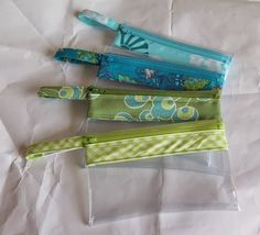 Friday Spotlight: Vera's Vinyl Zipper Pouches {with a tutorial}