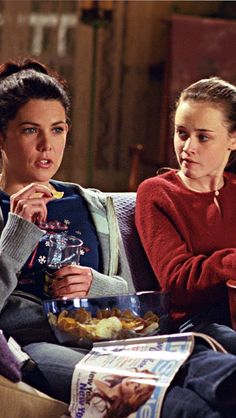 Are You More Like Lorelai or Rory Gilmore? Are You More Like Lorelai or Rory Gilmore? Stars Hollow, Estilo Rory Gilmore, Lorelai Gilmore, Rory Gilmore Style, Gilmore Girls Fashion, Glimore Girls, Lauren Graham, Pop Culture References, Alexis Bledel