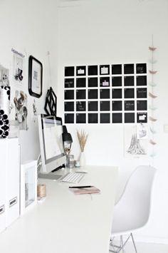 Bureau blanc avec calendrier maison et original au mur http://www.unregardcertain.fr/30-idees-et-inspirations-de-decoration-pour-la-piece-du-bureau/2031
